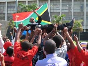 S'bu Zikode from Abahlali baseMjondolo being released from jail in 2006